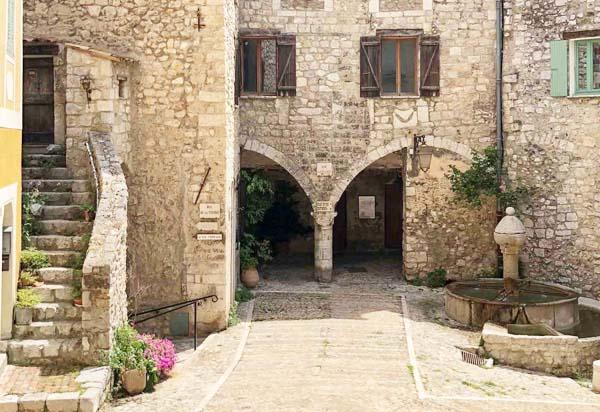 Découvrir le village de Peille sur le site du Tourisme